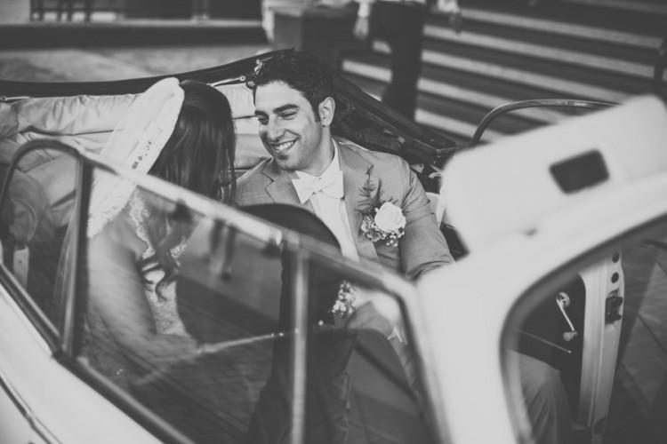 De mooiste blik van een bruidegom naar zijn bruid